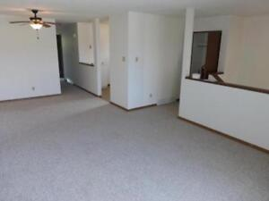 3 BEDROOM - Big & Bright - Main Floor **FREE UTILITIES & WiFi**
