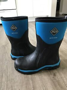 Woman's 9-9.5 Arctic Sport Muck Boots
