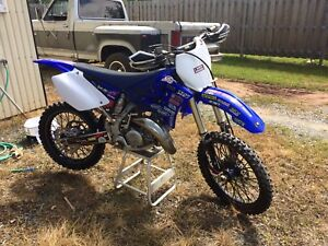 Complete set of plastics and tires for yz 125 and 250
