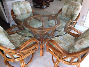Rattan Kitchen Dinette Set - Round Table and 4 Chairs