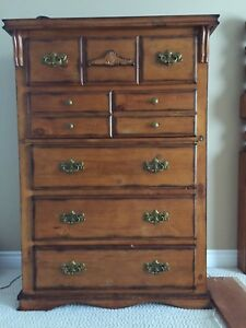 $200 3 piece bedroom set free headboard