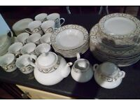40 piece dinner service with gold decoration in excellent condition