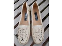 Brand new Cushion Walk loafers size 7