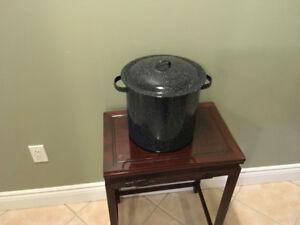 Vintage Black Enamelware Five 5 Quart Cooking Pot with Lid