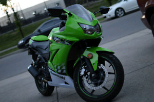 2012 ninja 250cc special edition! Only one in kijiji!