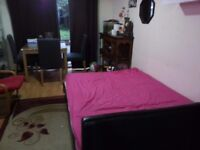 Spacious and bright Twin Room-(Two double rooms} incl. fast broadband £660 pw Croydon, London