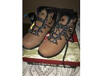 Trespass walking boots size 6