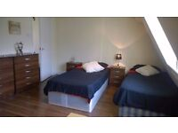 AVAILABLE NOW ! Move in and Save ! few min to Liverpool Str. Triple bedroom !