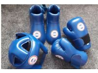 Medium sized kickboxing protective gear. Very good condition