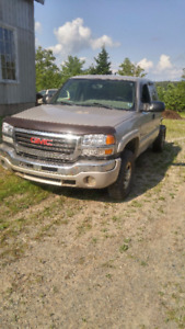 2004 GMC Sierra 2500HD Duramax Pickup Truck LOW KM NEEDS WORK