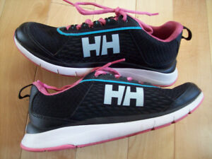 Souliers HELLY HANSEN 6.5 US comme NEUFS! Valeur 150$! DEAL!!