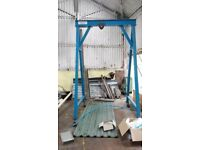 A frame lifting hoist