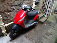 Piaggio Zip 125 – very nippy, small and lightweight automatic scooter with very low mileage.