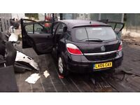 breaking vauxhall astra mark 5 black z2hu colour code all parts available