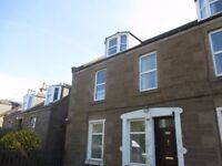2 Bed maisonette flat forming part of divided villa on Strathmartine Road close to the Kingsway