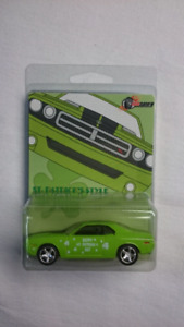 Patrick/'s Day Green 2006 DODGE CHALLENGER GREENLIGHT 1:64 Milezone Exclusive St
