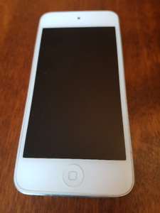 iPod Touch 5 32 GB and 3 Cases