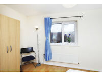 EN-SUITE ROOM IS AVALIBLE FOR RENT THAMSMED NEAR CANARY WHARF & CITY CENTER NO DEPOSIT REQUIRED