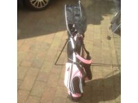 J TEK Ladies GOLF BAG in dashing pink UNUSED with 4 clubs. ALL PROCEDS TO CHARITY