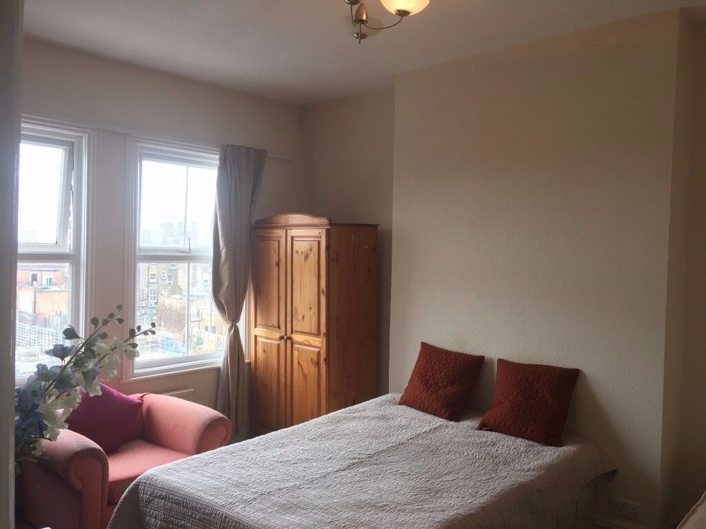 Super Spacious Double Room in Acton High Street free wifi, all bills included. W3 6BS.