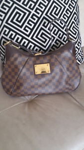 Authentic LV Damier Ebene Thames GM Bag located in Kelowna