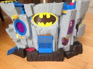 Like new toy, Bat cave, 30$ OBO