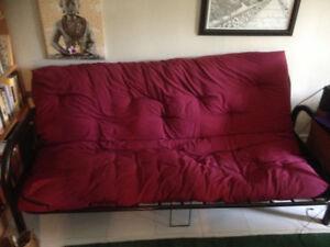 futon presque neuf, almost new futon, $100 or best price