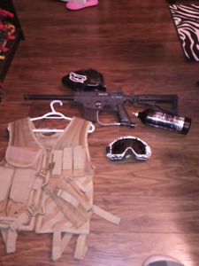 Paint ball gun with hopper co2 tank eye goggles and vest