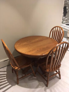 Amish solid oak dining table with 2 extensions and 6 chairs