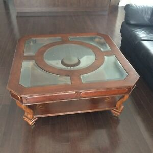Wooden coffee table with glass inserts - Excellent condition!