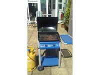 Double burner gas barbeque in good condition