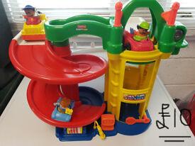 Fisher Price little people - Car garage