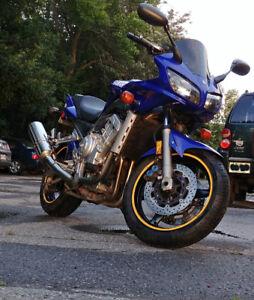 Yamaha FZ1 '2001 incl. many new parts $900 garage bill, + extras