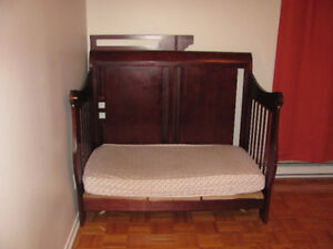 Wooden crib - excellent condition