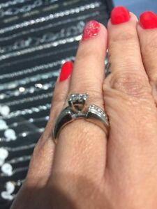14Kt White Gold Quad Center Ring