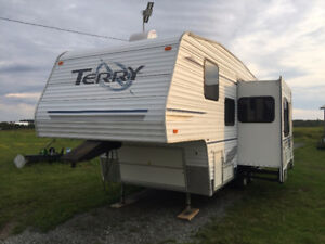 Camper 5th wheel great deal have a LOOK!!!