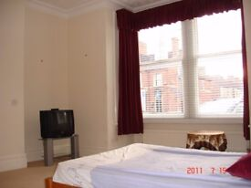 Peterborough city centre park road luxury furnished double room one min walk from TESCO & library.