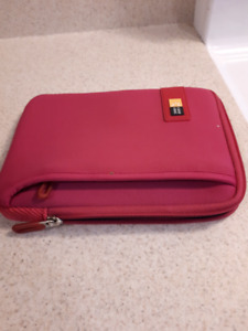 Ipad/tablet carrying case  w pocket