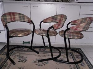 3 bancs hauteur de chaise vintage 25$ ch ou 3a 60.$581 490 1146