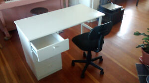 White desk with 4 drawers (4ft x 2ft surface)