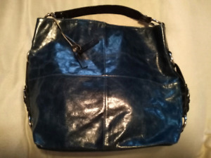 LIKE NEW NAVY TANO LEATHER PURSE!!