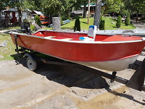 Fishing boat 16 foot deep and wide 25 hp Mercury 2stroke &tralr