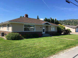 Summerland home with 3-car garage close to town and schools