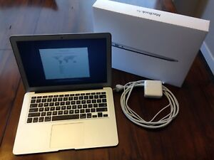 "13"" Macbook Air mid 2013 512gb HD, 4gb ram, core i5"