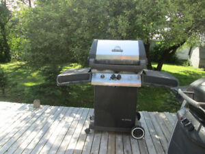 .Broil King barbecue & tank