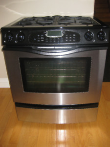 Jenn-Air Dual Fuel range, gas burner and electric oven $350