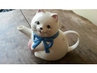 Novelty Cat Teapot with Ball of Yarn