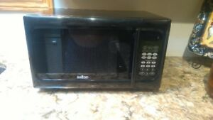 900 Watt Microwave Oven in perfect working order