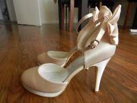 New bridal shoes. Ivory color, side 6 UK (39 Europe) .
