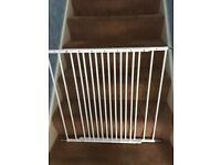 Lindam adjustable stair gate